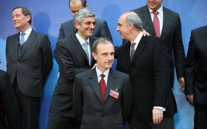 Francuski minister Hevre Morin (na zdjęciu po lewej stronie za szefem MON Bogdanem Klichem) zapropon