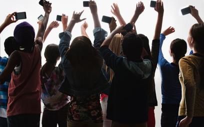 Dzieci w świecie internetu i smartfonów czyli: Ile wytrzymasz bez telefonu?
