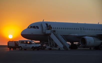 Wakacje za granicą a pandemia koronawirusa. Czy warto wybrać podróż samolotem?