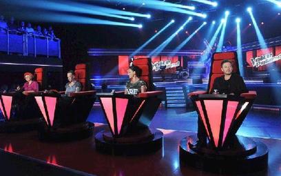 Cztery fotele dla jurorów (od lewej) Ani Dąbrowskiej, Nergala, Kai i Andrzeja Piaska Piasecznego kos