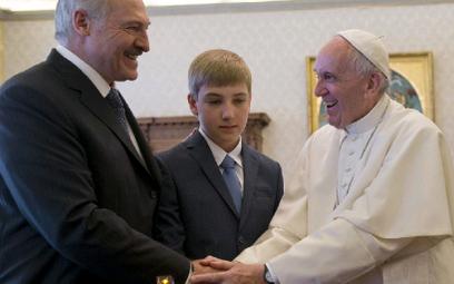 Po tegorocznym spotkaniu z papieżem Franciszkiem prezydent Łukaszenko liczy na większe uznanie w Eur