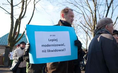 Rodzice przeciwni zamknięciu szkoły w Łodzi