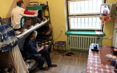 Osadzenie więźniów zbyt daleko od domu narusza prawo do życia rodzinnego - wyrok ETPCz