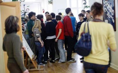 Powołując się m.in. na stanowisko MEN, Kraków wykorzystał w 2010 r. na pomoc materialną dla uczniów