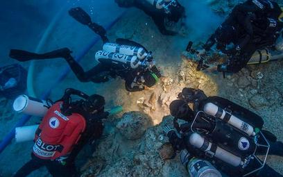 Ekipa nurków znalazła kości przykryte półmetrową warstwą mułu.