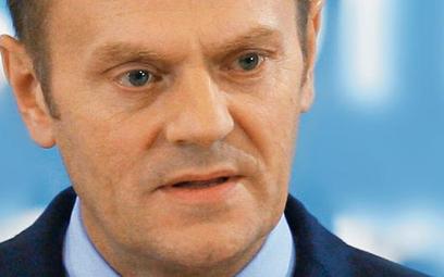 Donald Tusk w sobotę na konferencji prasowej porzucił na chwilę rolę szefa rządu i jako lider PO zap
