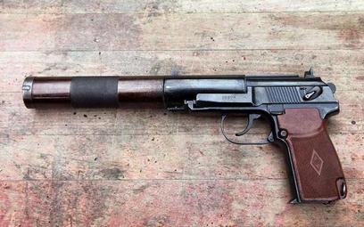 """Pistolet PB 6P9 """"silent pistol"""", z którego wykonują się wyroki śmierci na Białorusi (fot. Vitaly V."""