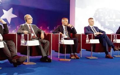 O barierach inwestycyjnych rozmawiali (od lewej) Witold Kołodziejski, wiceminister cyfryzacji, Yao W