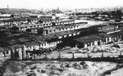 Według szacunków historyków przez obóz KL Plaszow przeszło w sumie ok. 35 tys. osób.