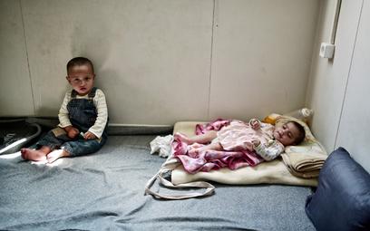 Uchodźcy: Rząd pod ostrzałem na własną prośbę