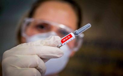 Brytyjski rząd: Seniorzy, zgłoście się na testy szczepionki