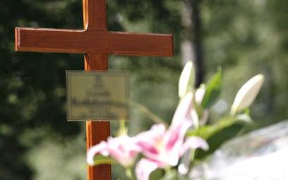 ZUS wypłacił więcej zasiłków pogrzebowych. Kto może liczyć na świadczenie