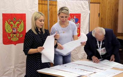 Liczenie głosów oddanych w wyborach do Dumy