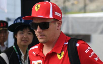 Mistrz Formuły 1 z mandatem za zderzenie ze stojącym autem