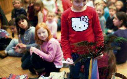 Jak z piór zrobić pawia i zagrać nim w sztuce? – dowiedzą się dzieci na warsztatach w IT