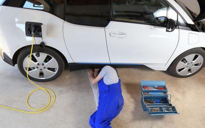 Czy warsztaty i Stacje Kontroli Pojazdów są gotowe na elektryki?