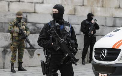 Zamachy terrorystyczne w Paryżu a legalne posiadanie broni