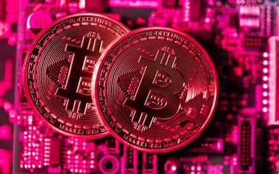 Bitcoin szaleje. Kosztuje już 12 tys. dol.