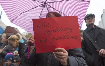 Sejm wraca do aborcji, czarny protest – pod Sejm