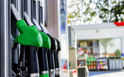 Popyt na paliwa mocno spadł co sprzyja dalszej obniżce cen