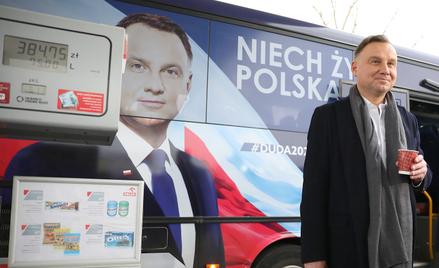 Andrzej Duda w czasie kampanii prezydenckiej przed wyborami w 2020 roku (paliwo po 5,13 zł)