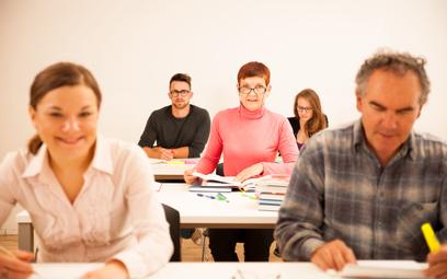 Pracownik odpracuje firmowe dofinansowanie kosztów jego nauki