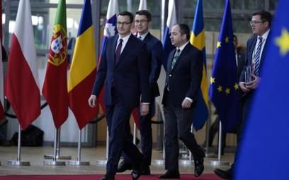 Szczyt w Brukseli: Polska walczy o miliardy i uniknięcie kar