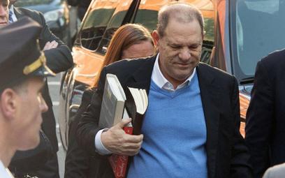 Harvey Weinstein formalnie oskarżony o gwałt
