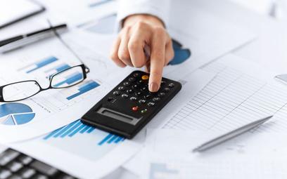Sprzedaż firmowego środka trwałego: fiskus pozbawia prawa do kosztów