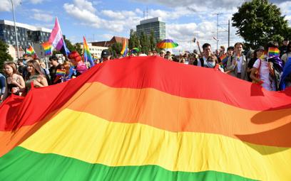 Strefy wolne od LGBT mogą Polskę kosztować miliardy euro