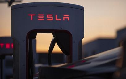 Tesla mocno traci po silnych zwyżkach