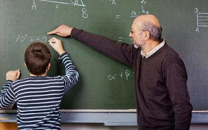 Świadczenie kompensacyjne przysługuje również w przypadku, gdy stosunek pracy nauczycielskiej zostan
