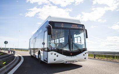 Ursus zatapiany przez elektryczne autobusy