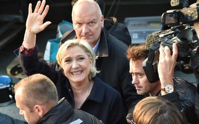 Francja: Marine Le Pen obrzucona jajkami