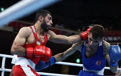 Szachobidin Zoirow (w czerwonym stroju) w walce z Turkiem Batuhanem Ciftcim