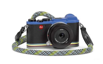 Leica ubiera się u Smitha