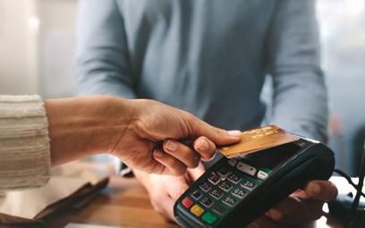 Wydatki zapłacone kartą wpodróży służbowej są kosztem pracodawcy