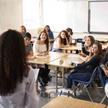 Kwestionowanie Holokaustu ma pomóc uczniom w zrozumieniu problemu teorii spiskowych