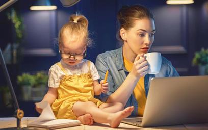 W Polsce matki pracują na podwójnym etacie