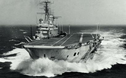 """Brytyjski lotniskowiec HMS """"Eagle"""" brał udział w wojnie sueskiej"""