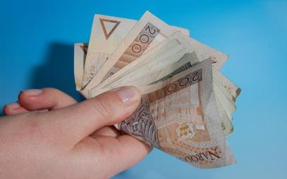 Podatek od darowizny: Im mniejsze pokrewieństwo tym większy podatek