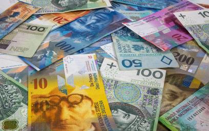 Bank ustępuje frankowiczom