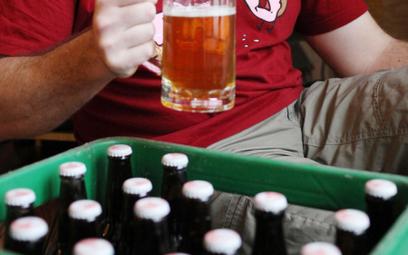 Mniej reklam i liczba kalorii na butelce ma zniechęcić do piwa