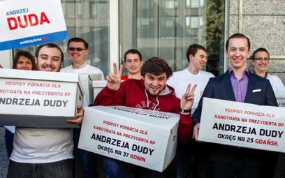 Sztab Andrzeja Dudy przyniósł do PKW 1,6 mln podpisów
