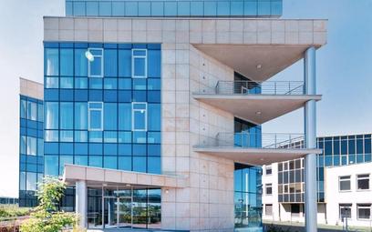 J.W. Construction niedoszły biurowiec przy Al. Jerozolimskich zamieniło w aparthotel