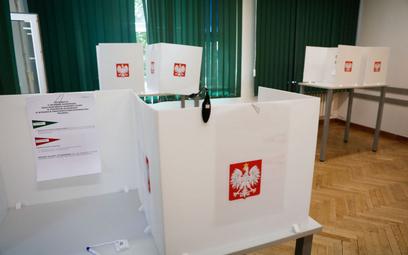 Sondaż: PiS wygrywa, ponad połowa Polaków nie chce iść do wyborów