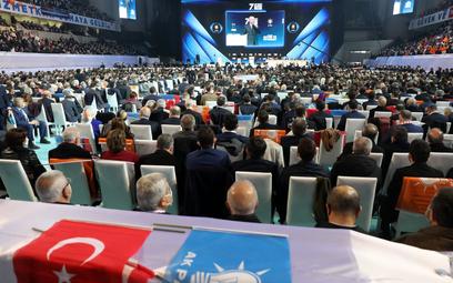 Rekordowy wzrost zakażeń w tym roku. Tysiące osób na kongresie prezydenta Erdogana