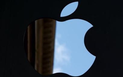Sprzedaż iPhone'ów dramatycznie spada. Ale Apple… poprawia wyniki