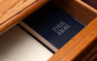Kolonia karna dla Świadka Jehowy za dyskusję o Biblii