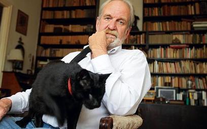 Ślepy kot Fidel przybłąkał się kilkanaście lat temu do Szymona Kobylińskiego, ojca pana Macieja